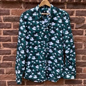 📌 H&M Mickey Mouse faces buttons down shirt